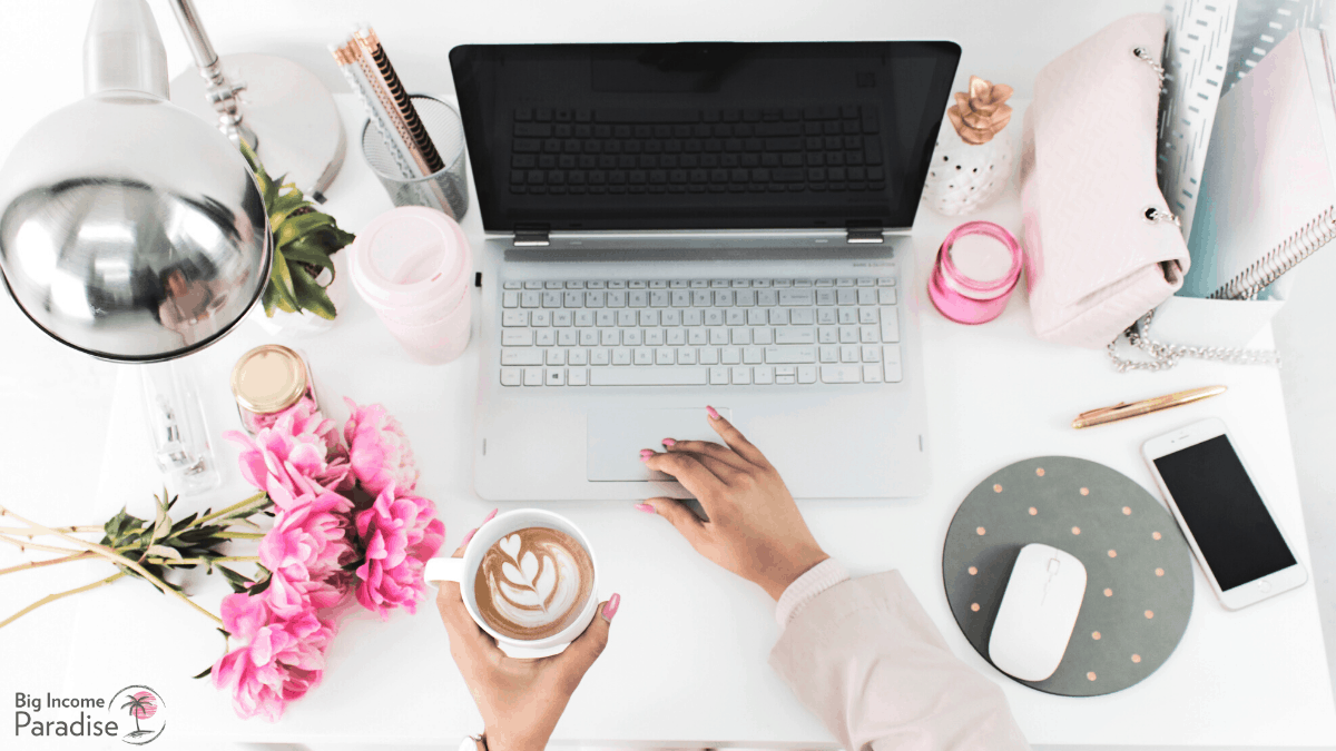 high-quality-photo-laptop-coffee-hustle