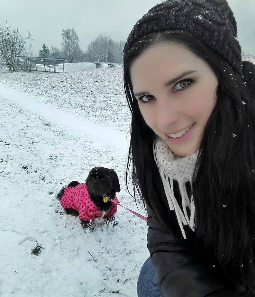 Petra from Big Income Paradise with her dog Ciara on a snowy day